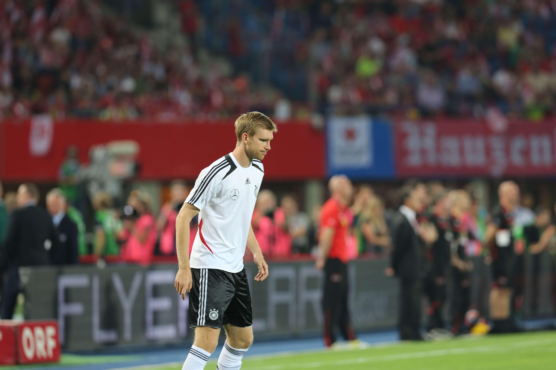 Fifa wc qualification 2014   austria vs. germany 2012 09 11   per mertesacker 04